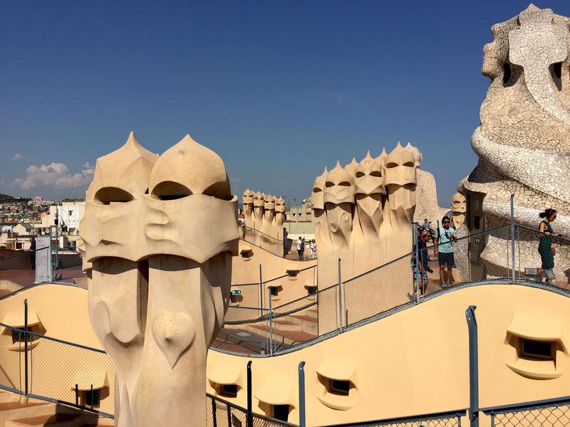 ガウディ建築の魅力!バルセロナ「カサ・ミラ(ラ・ペドレラ)」