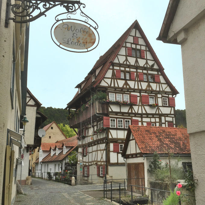 木骨組建築の家が立ち並ぶブラウボイレンはメルヘンの世界