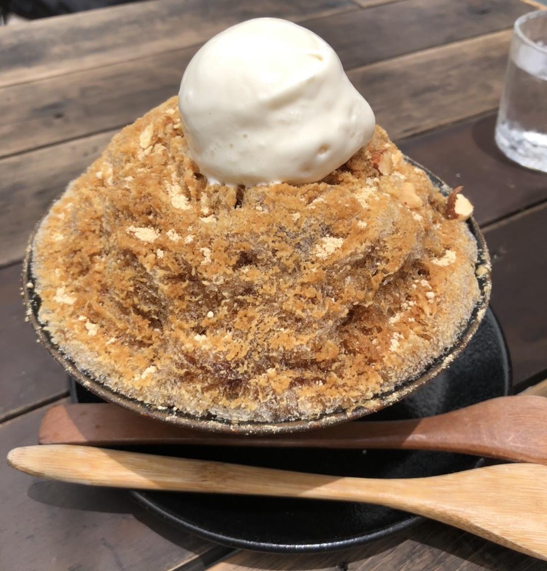 休憩にぴったり!人気のカフェでカキ氷を食べるべし!