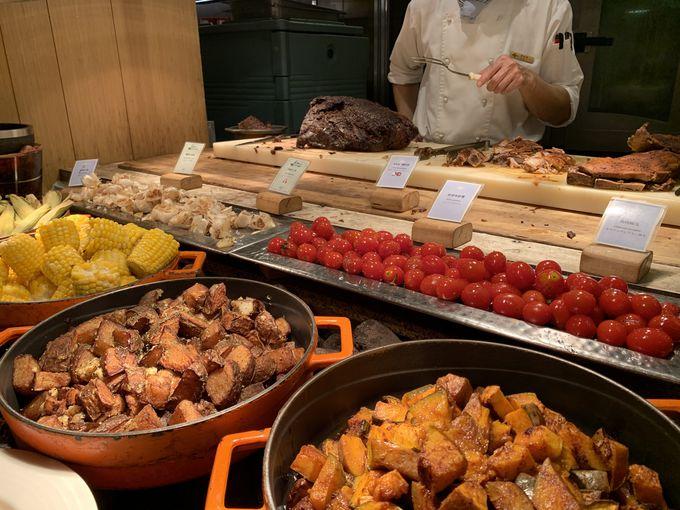 世界各国の料理が楽しめる贅沢ビュッフェ