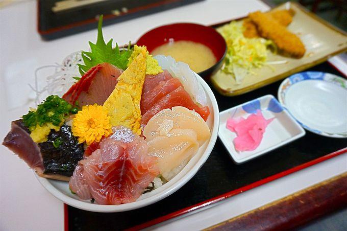 地元民に大人気「小田原 港の朝市」でお得に魚をゲット!