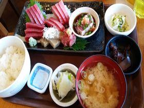 三崎マグロを存分に!三浦半島「三崎水産物地方卸売市場食堂」でマグロ三昧