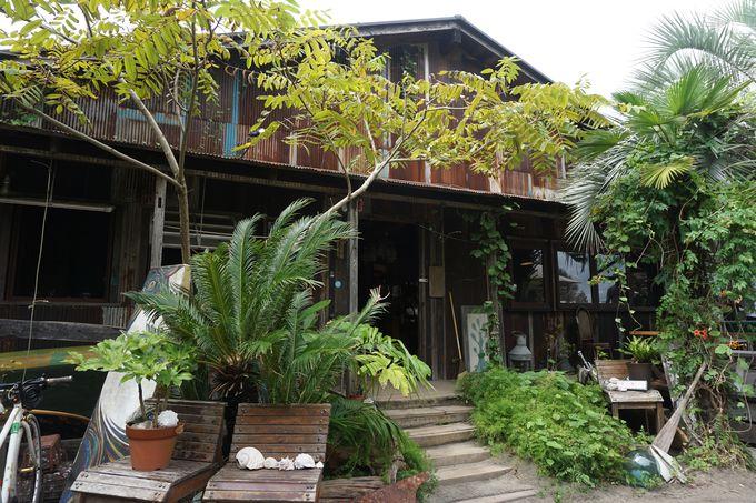 店の外観は東南アジアリゾート