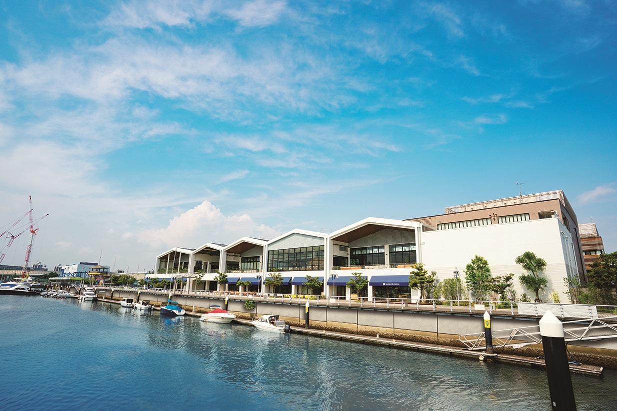 マリーナがある港町「三井アウトレットパーク 横浜ベイサイド」