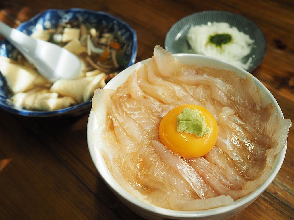 青森の郷土料理 せんべい汁&いちご煮も絶品