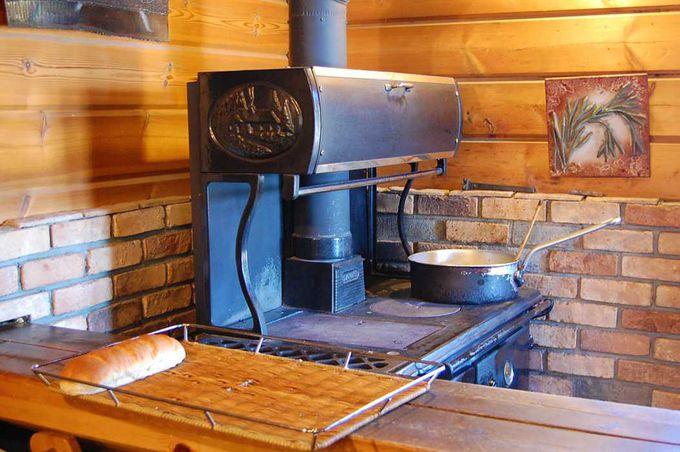 """パン焼き窯で作る出来立ての""""窯やきパン""""が人気"""