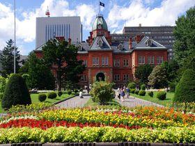 澄み切った青空と、歴史を感じる赤れんがのコントラストが素晴らしい!札幌「赤れんが庁舎」