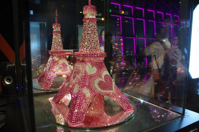 10,000個のスワロフスキーを使った、キラキラ東京タワー
