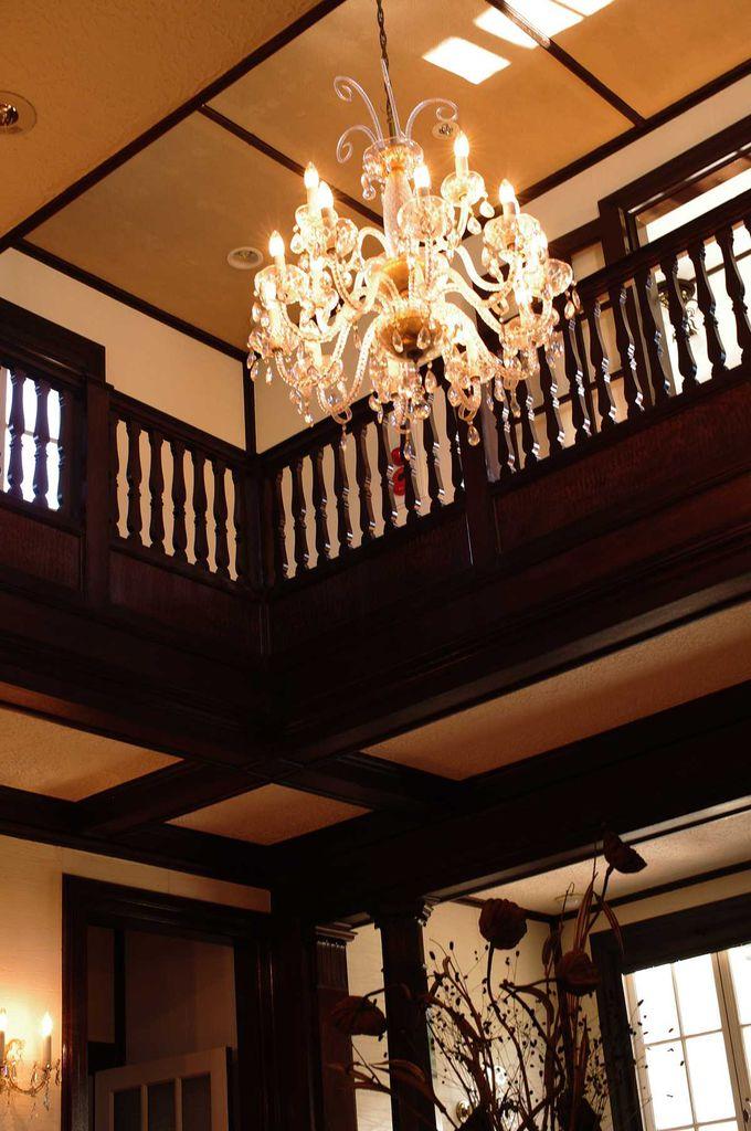 西洋館の中では珍しい、吹き抜けホール