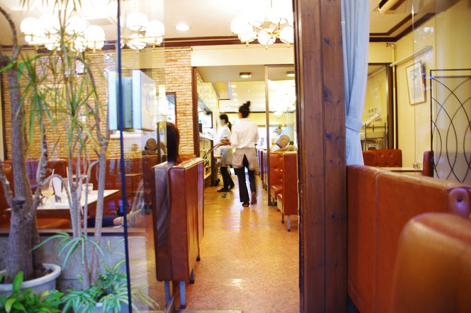 店内は昭和を感じさせるレトロな佇まい『イワタコーヒー』