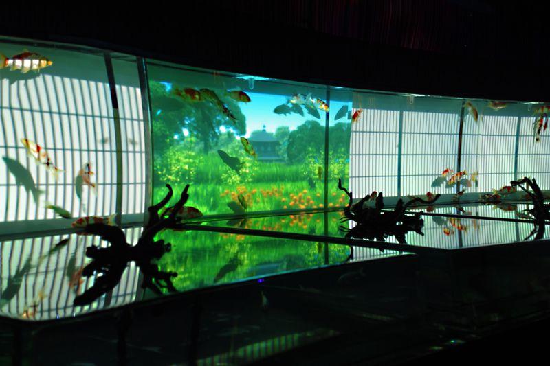 """『アートアクアリウム』で夢の世界へプチトリップ!幻想的な""""涼""""を感じる水中金魚アートが日本橋に登場!"""