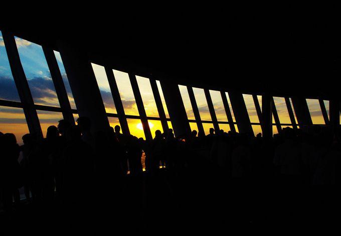 何層にも分かれた展望台、夕焼け鑑賞はどこがベスト?