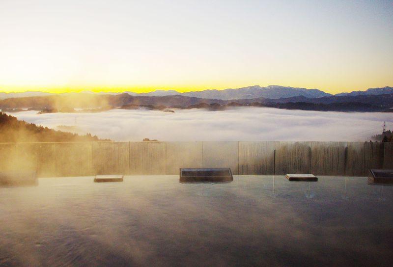 雲海の絶景露天風呂を求め新潟へ!まつだい芝峠温泉・雲海