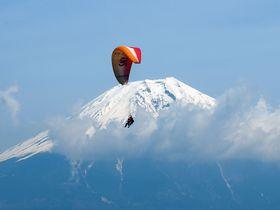 新しい富士山の楽しみ方!パラグライダーでふんわり空中散歩