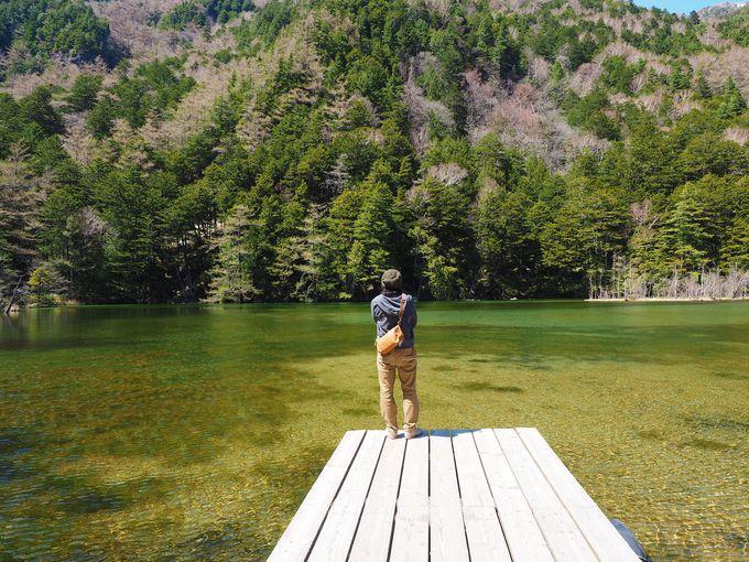 いざ神域の池へ!穂高神社の境内にある、パワースポット「明神池」