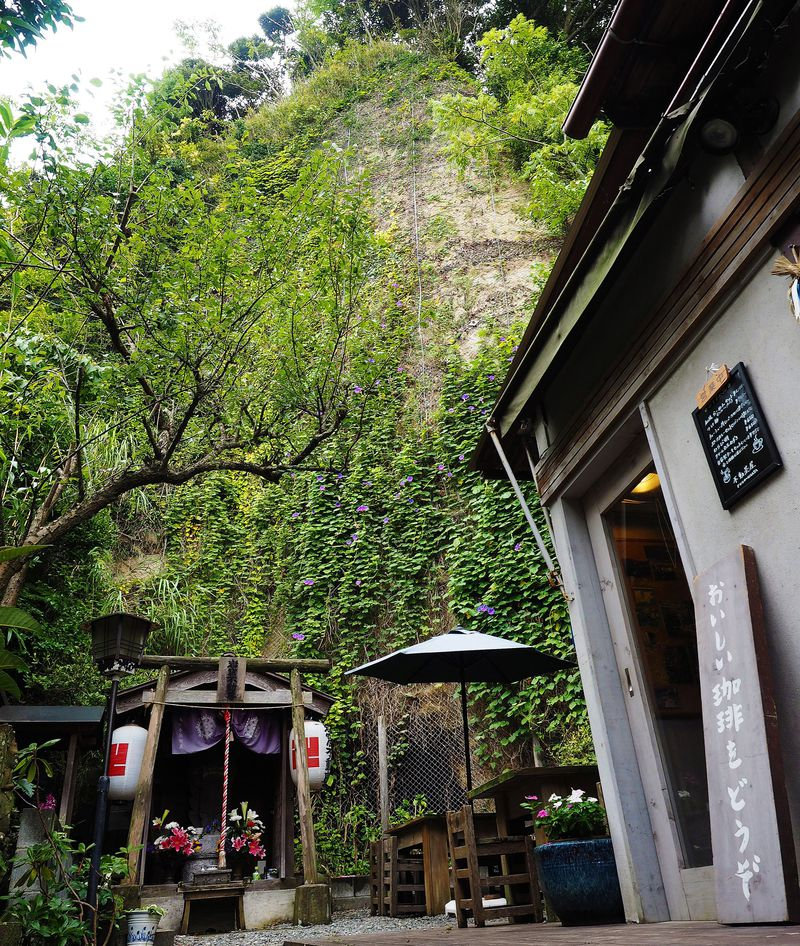 鎌倉の不思議なパワーに囲まれたカフェ「不動茶屋」