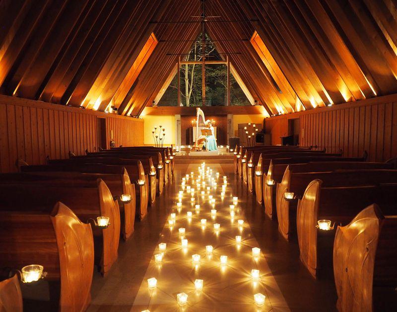 週末には、軽井沢高原教会でハープの生演奏も