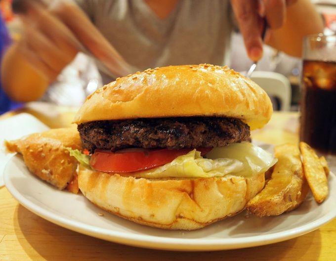 ヨコスカネイビーバーガーを食べるなら!TSUNAMI 本店