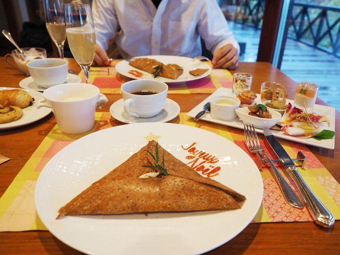 朝食は、ハーフブッフェ&そば粉を使った絶品ガレット
