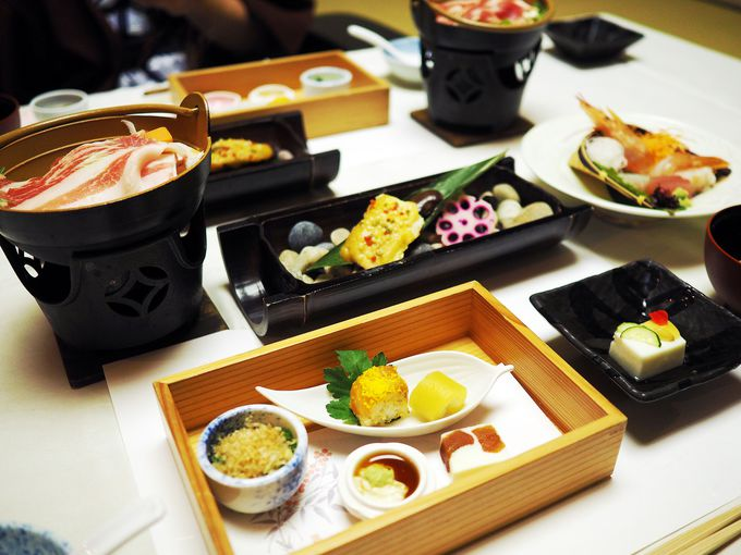 「福一」の夕食は、四季折々の豪華な会席料理