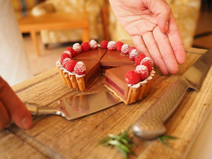 ケーキのカットには、パティシエが登場