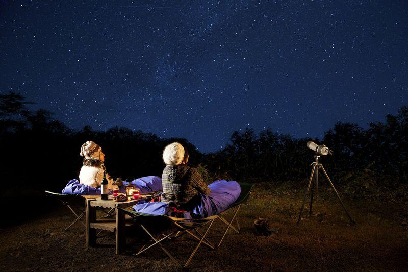 冬の軽井沢で満天の星空を!きらめく星空ウォッチングはホットワイン&寝袋付