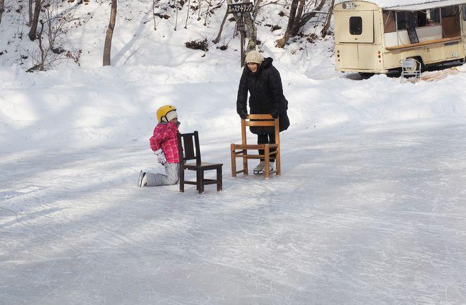 親子で楽しい♪木の椅子を使ったスケート