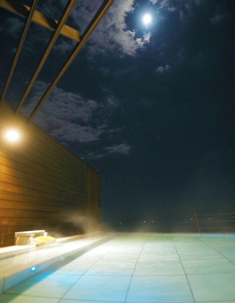 東伊豆「熱川プリンスホテル」で天空の絶景温泉に癒やされる♪…海と星空のBARも!