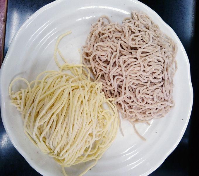 「水戸藩らーめん」の麺は、お蕎麦色
