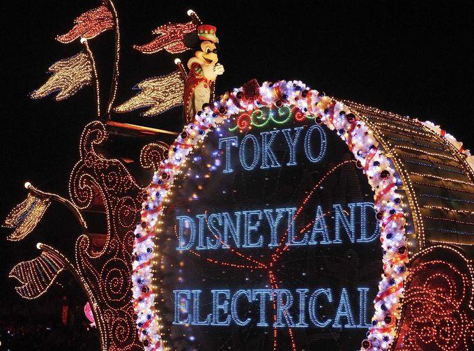 夜まで楽しい!エレクトリカルパレード&花火もクリスマス仕様に