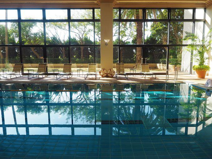 優雅な温水プールでホテルステイをさらに満喫