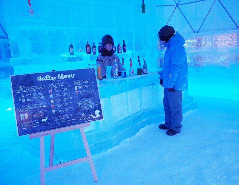 氷のホテルに氷のバー!北海道「アイスビレッジ」の雪と氷が生み出す幻想世界