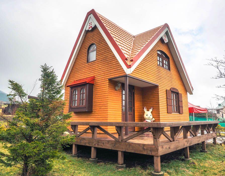 わたウサギがお出迎えする『森の小さなお家』を完全再現