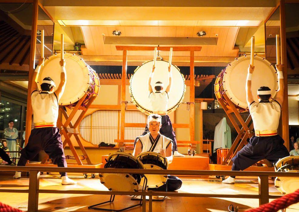 無料で楽しめる大迫力の太鼓ショー