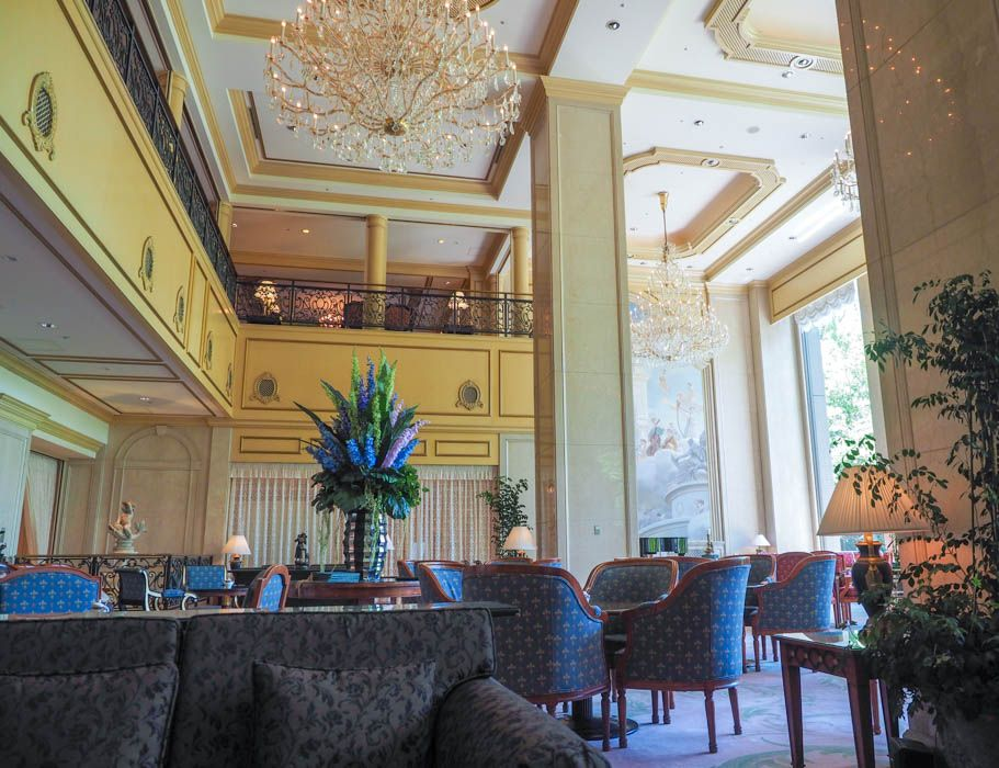 シャンデリア450基!ご褒美にふさわしい豪華ホテル