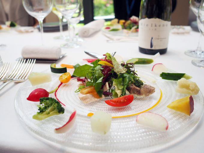 レストランで30種類の高原野菜とマリアージュ