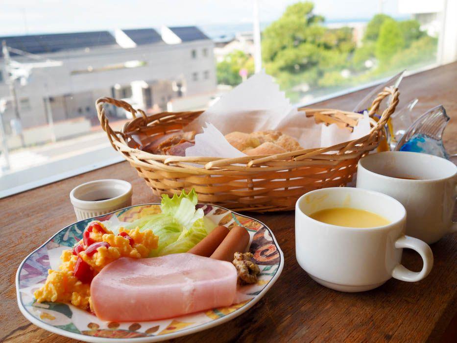 500円の朝食ビュッフェは手作りパン付き!