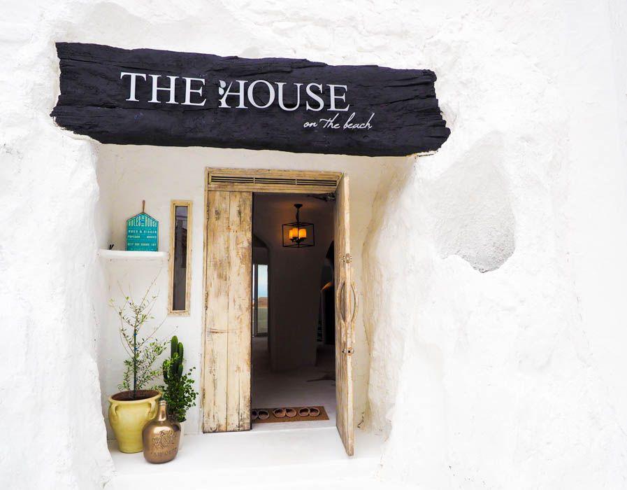 うっとりするほど美しい白の邸宅
