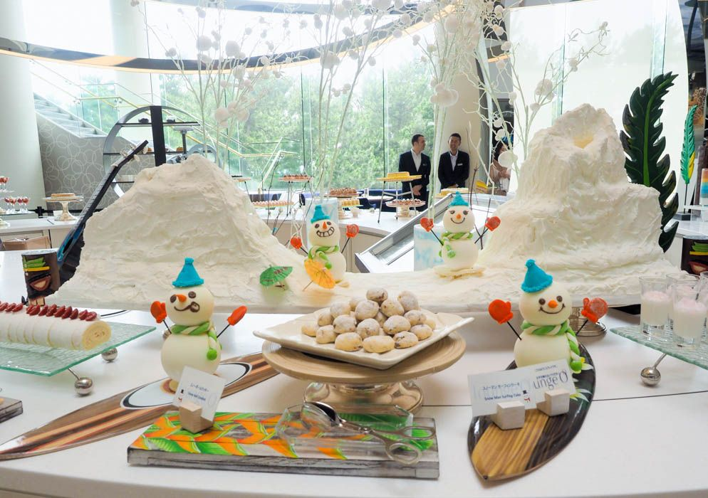 スノーマンが雪を呼ぶ?「ヒルトン東京ベイ」約50種類の不思議なデザートブッフェ