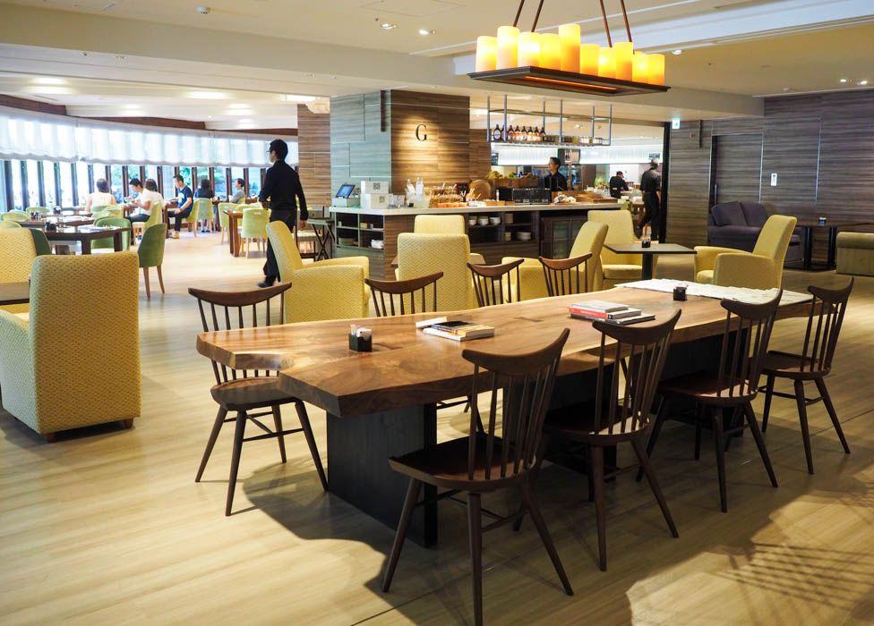 ネット環境も充実。木の温もり溢れたレストラン