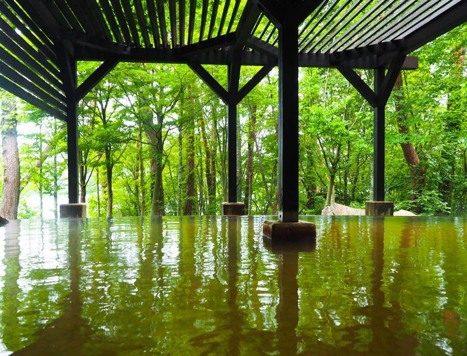 日帰り入浴OK!桧原湖を望む源泉掛け流しの絶景露天風呂