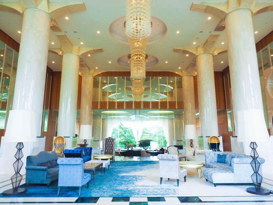 まるで白亜の宮殿!福島の人気ホテル「裏磐梯レイクリゾート」