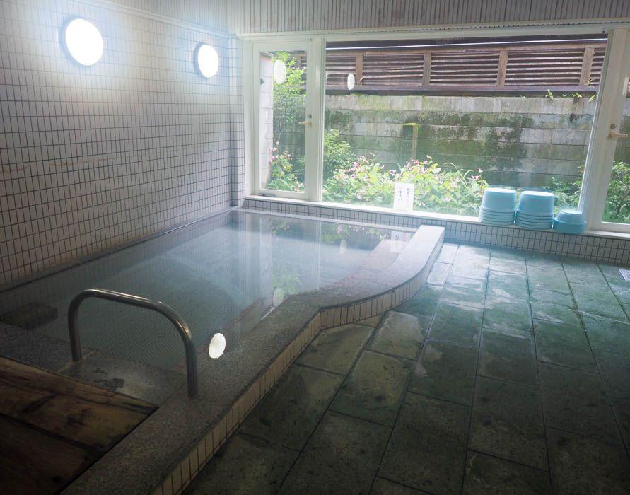 お風呂は清潔&安心の大浴場