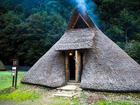 あなたも縄文人!竪穴式住居に宿泊できる栃木「古代生活体験村」にハマる人続出