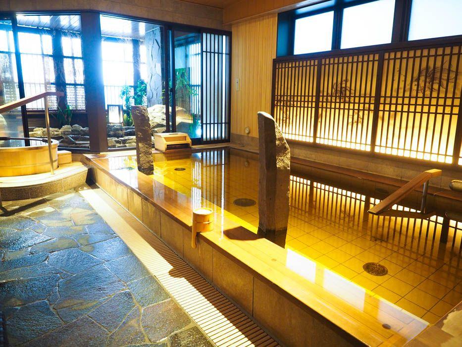 夜通し入れる天然温泉の大浴場