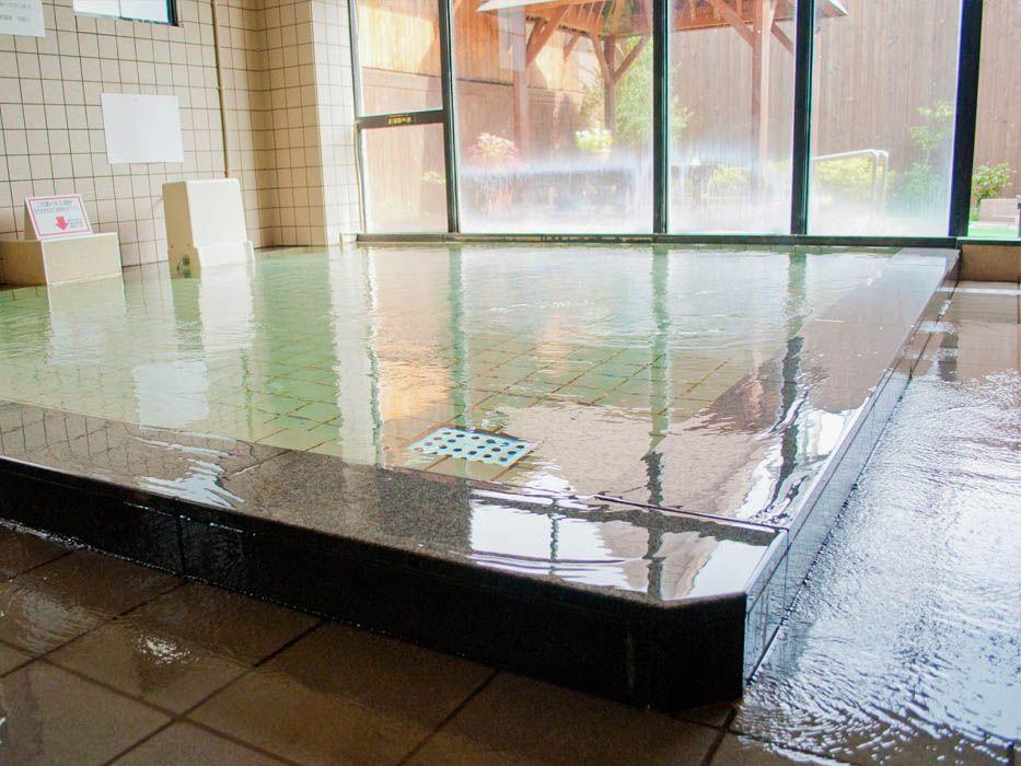 地元で大人気!源泉かけ流しの「東和温泉」も利用可能