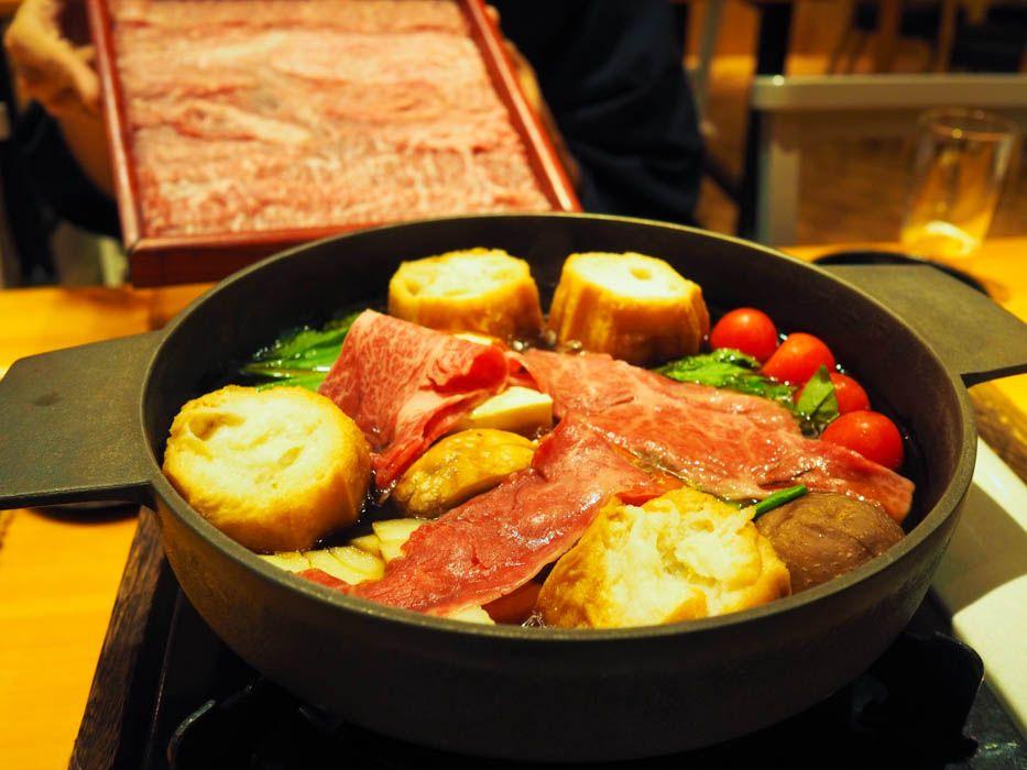 肉の食べ比べができる。オリジナルすき焼きが震えるほどウマい!