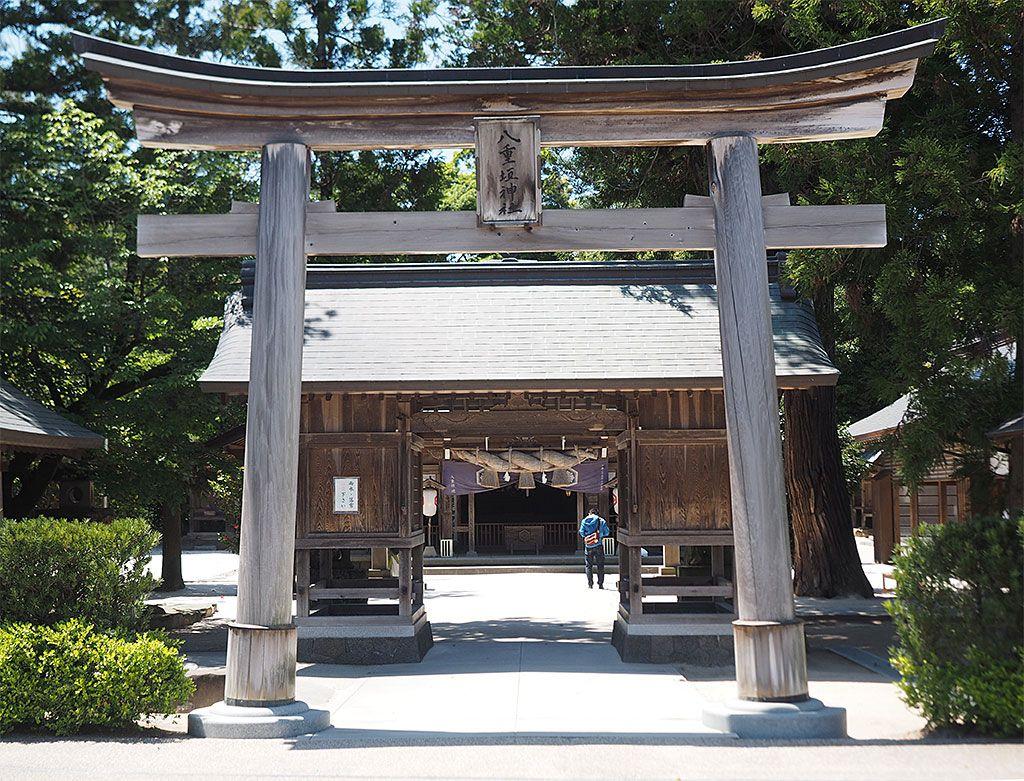池で占う縁占いが人気の「八重垣神社」