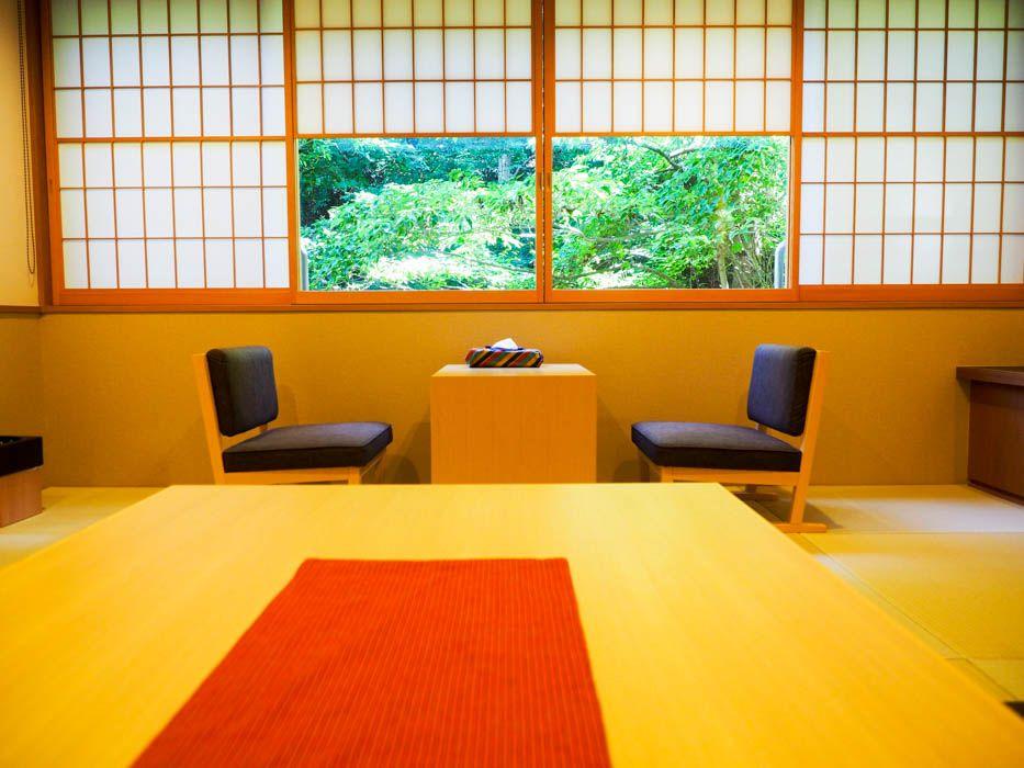 会津の要素をモダンに演出した新客室「彩(いろどり)」