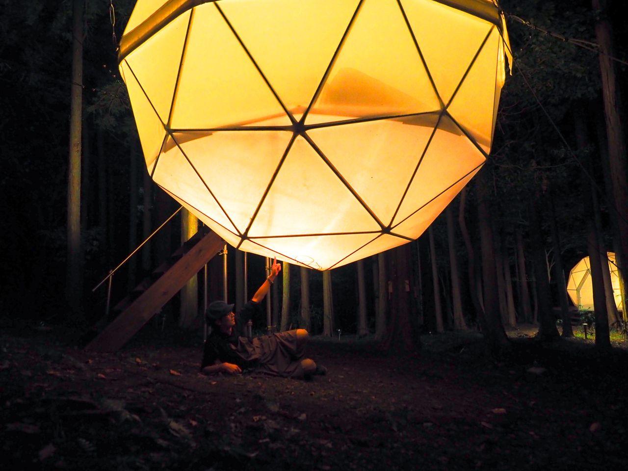 光る球体テントって、一体どうなってるの?